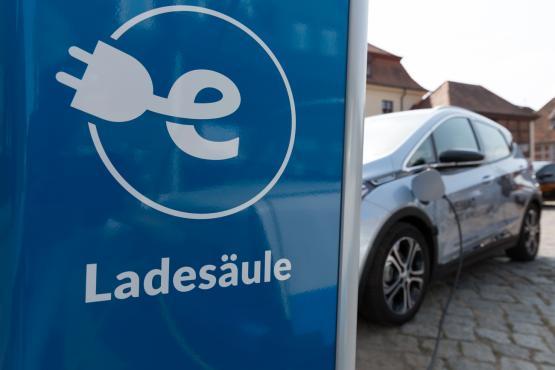 Elektroauto an der E-Ladesäule Neustadt-Glewe