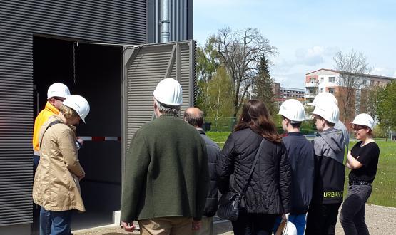 Viele Besucher nutzten die Gelegenheit sich den Batteriespeicher von innen anzusehen