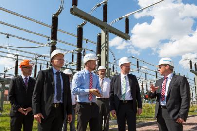 Energieminister Christian Pegel und WEMAG-Vorstand Thomas Pätzold besuchen Umspannwerk Parchim Süd