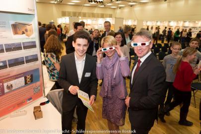 Sozialministerin Birgit Hesse und WEMAG-Vorstandsmitglied Thomas Pätzold freuen sich über die Projekte