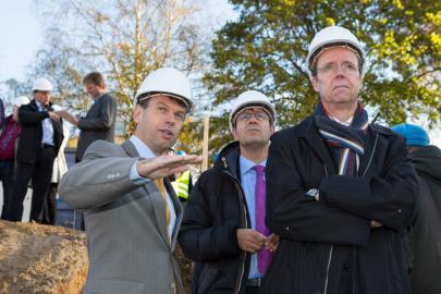 Caspar Baumgart im Gespräch mit Bau- und Wirtschaftsdezernent Nottebaum und dem Chef der Staatskanzlei Frenzel (v.li).