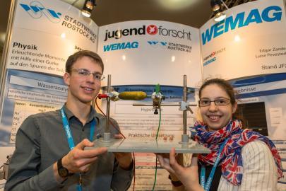 Luise Pevestorf und Edgar Zander belegten den 1. Platz im Fachgebiet Physik