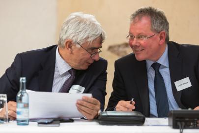 Stell. Thüga-Vorsitzender Bernd Rudolph und KAV-Vorstand Lothar Stroppe im Gespräch