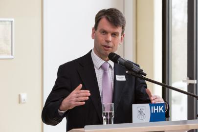 WEMAG-Vorstand Caspar Baumgart referierte über Elektromobilität