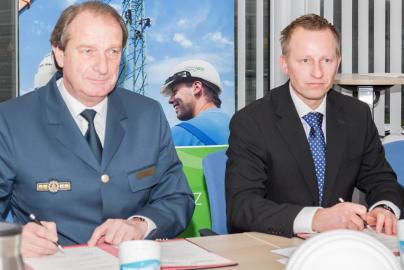 THW-Vizepräsident Gerd Friedsam und WEMAG Netz Geschäftsführer Andreas Haak
