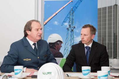 THW-Vizepräsident Gerd Friedsam und WEMAG Netz Geschäftsführer Andreas Haak im Gespräch