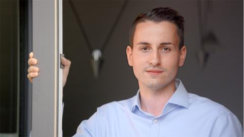 Benjamin Hintz ist Experte für E-Mobilität, Speicher und Solar