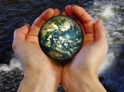Der Planet Erde in unseren Händen
