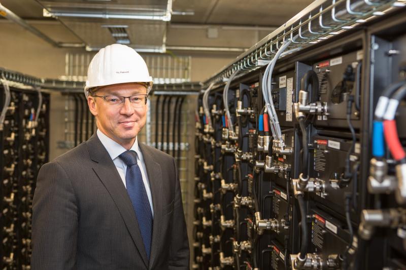 Thomas Pätzold. technischer Vorstand der WEMAG, im Batteriespeicher Schwerin Lankow