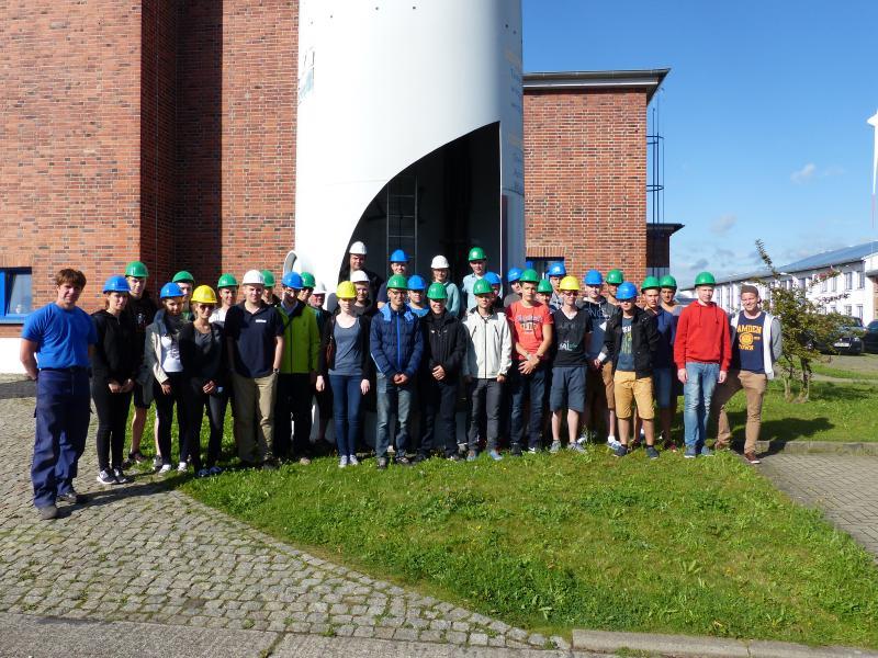 Zum Ende der Bildungsreise besichtigten die WEMAG Azubis das KGW in Schwerin