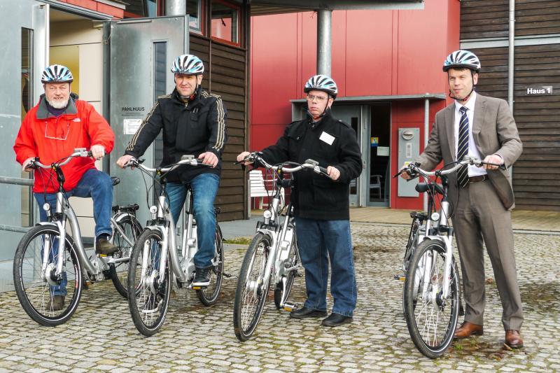 Caspar Baumgart mit Mitarbeitern des Lebenshilfewerk Hagenow