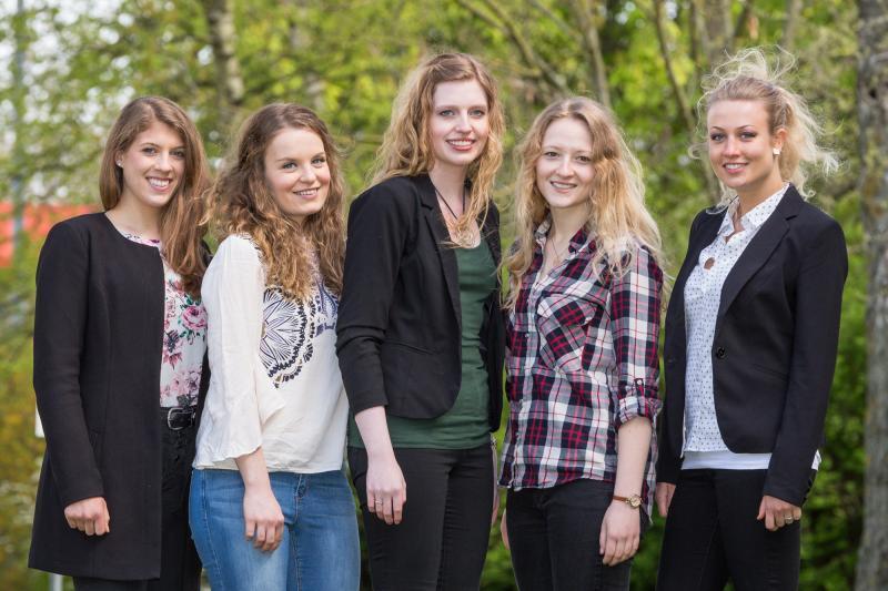 Die Dualstudierenden Johanna Kopp, Marie Hermann, Anne-Katrin Zwar, Lena Pleß und Johanna Möller
