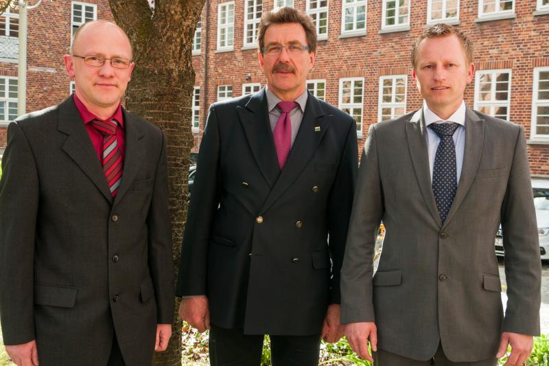 Dirk Lübcke, Dr. Graham Butt und Andreas Haak auf dem WEMAG-Betriebsgelände