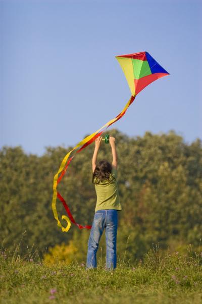 Drachen steigen lassen ist eine beliebte Freizeitbeschäftigung zur Herbstzeit