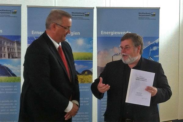 Energieminister Volker Schlotmann und stellv. Vorsitzender des Landesenergierates Michael Thomalla