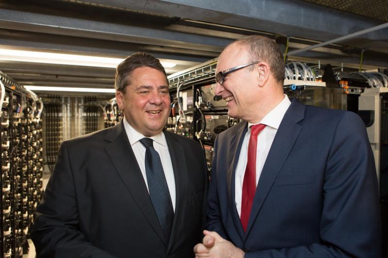 Bundesminister Sigmar Gabriel im Gespräch mit Ministerpräsident Erwin Sellering