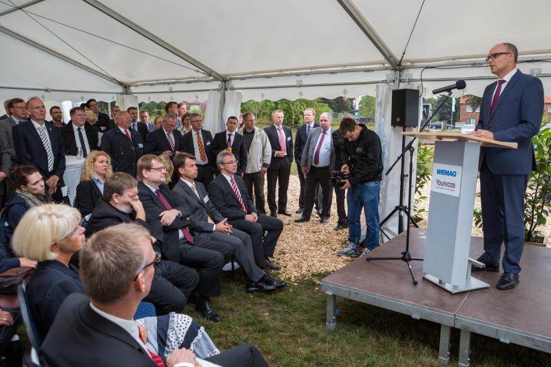 Erwin Sellering beim Spatenstich des Batteriespeichers in Schwerin