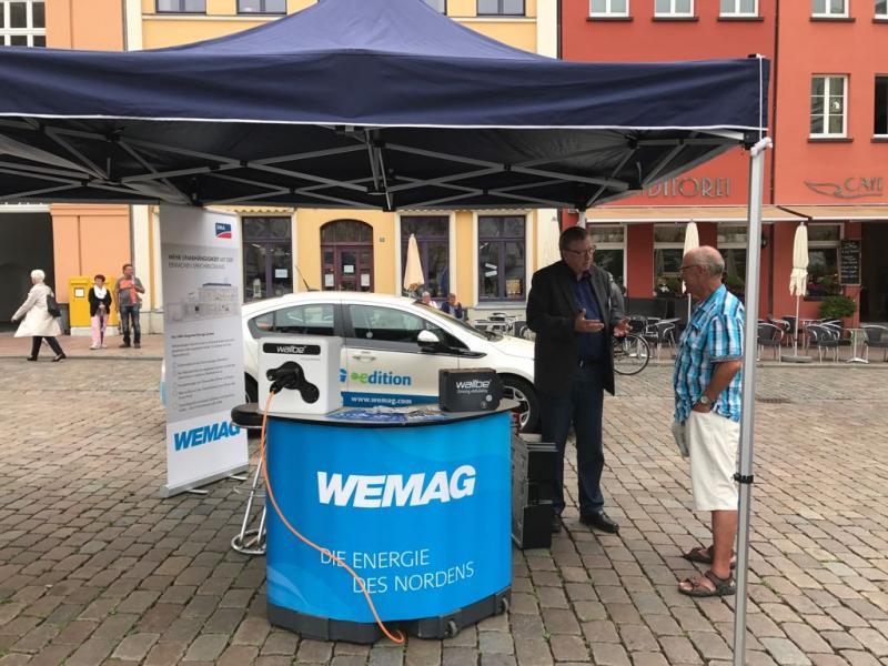 Informationsstand der WEMAG beim 6. Tag der Elektromobilität