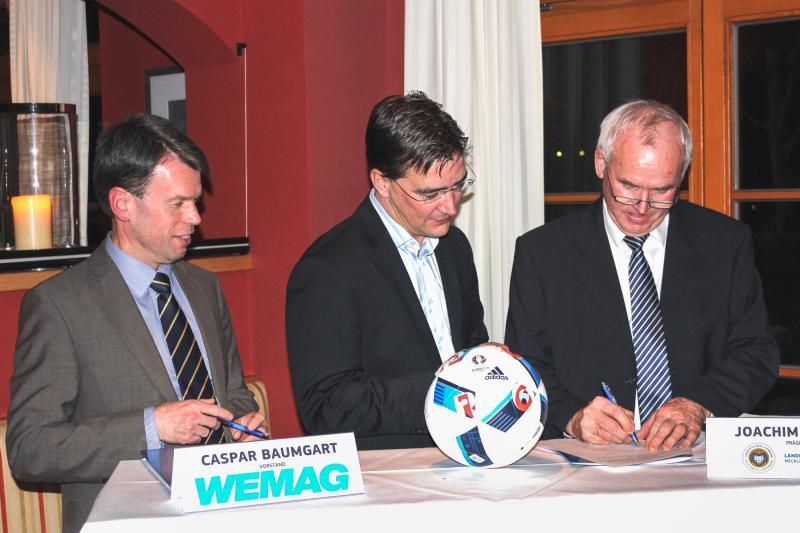 Die WEMAG und der Landesfußballverband verlängern ihre Premiumpartnerschaft