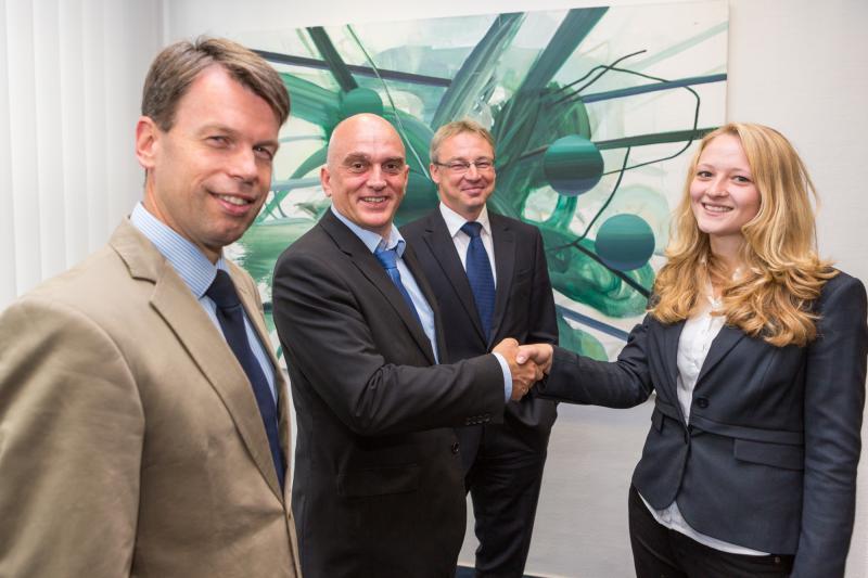 Lena Pleß mit dem Geschäftsführer der e.dat Gmbh Ralf Borchert