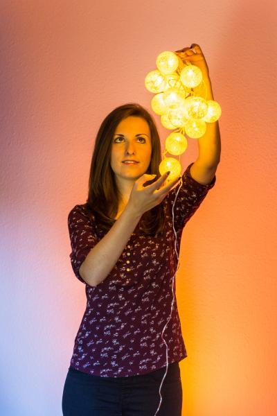 Baumwollkugeln LED-Lichterkette von Konstsmide getestet von WEMAG Mitarbeiterin Laura Bartels
