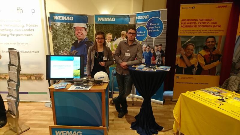 Annemarie Reiher und Markus Sorge beraten zu Ausbildungsangeboten der WEMAG
