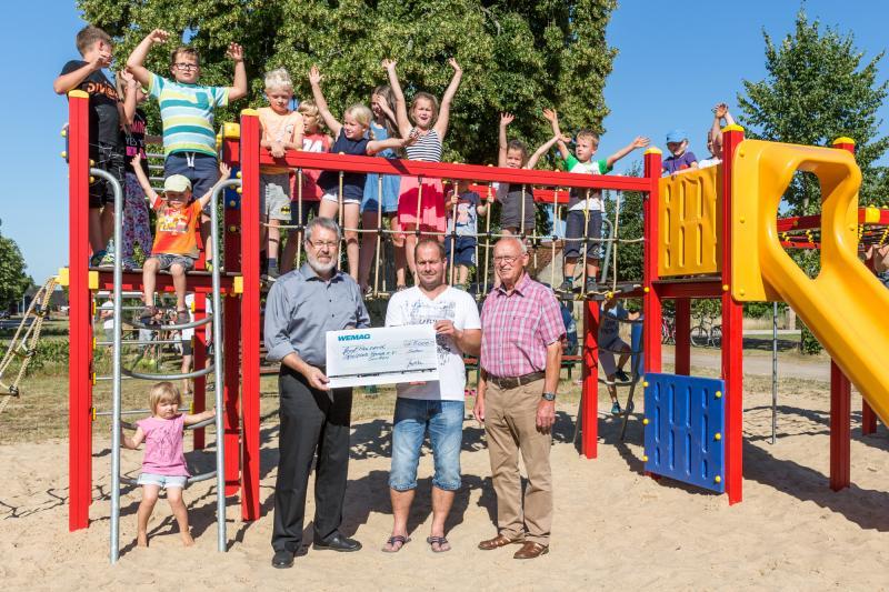 Wiederaufbau Spielplatz in Suckow