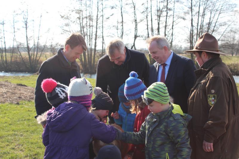 Der Biber erregte großes Interesse bei den Biber Kindern der Kita Spielhaus