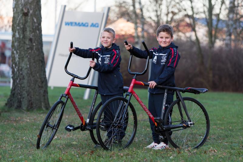 Tim und Tommy freuten sich über die neuen Räder