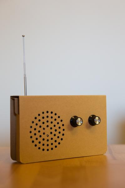 Das ökologische Radio aus Pappe