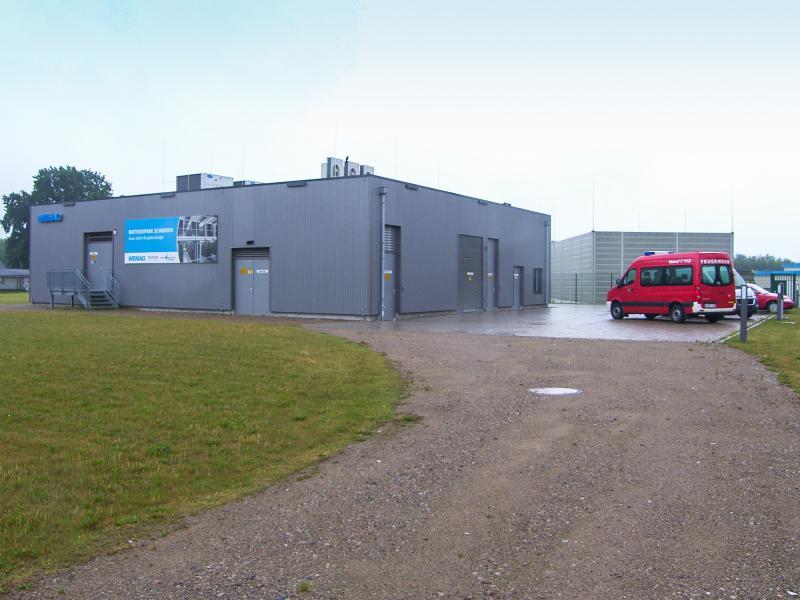 Schweriner Berufsfeuerwehr wurde im WEMAG-Batteriespeicher eingeweist