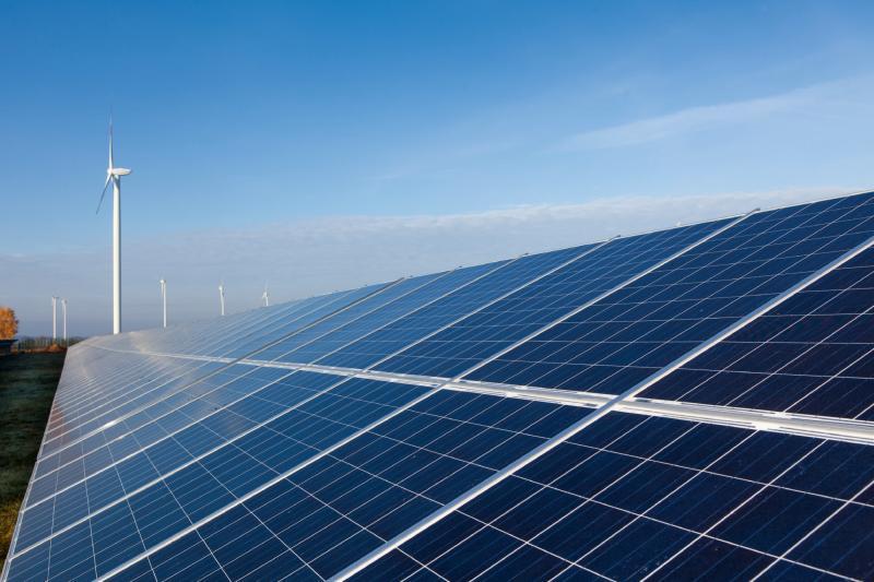 PV-Anlage mit Sonne