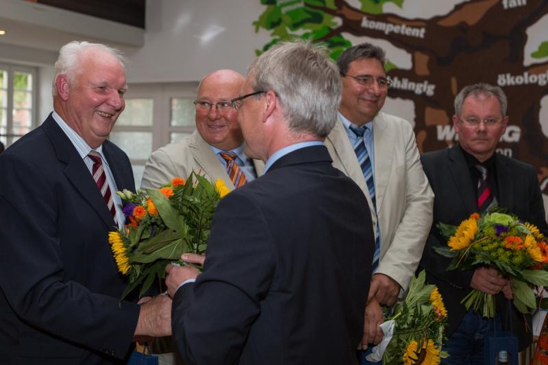 WEMAG-Vorstand Thomas Pätzold verabschiedet Ulrich Güßmann aus dem KAV-Vorstand