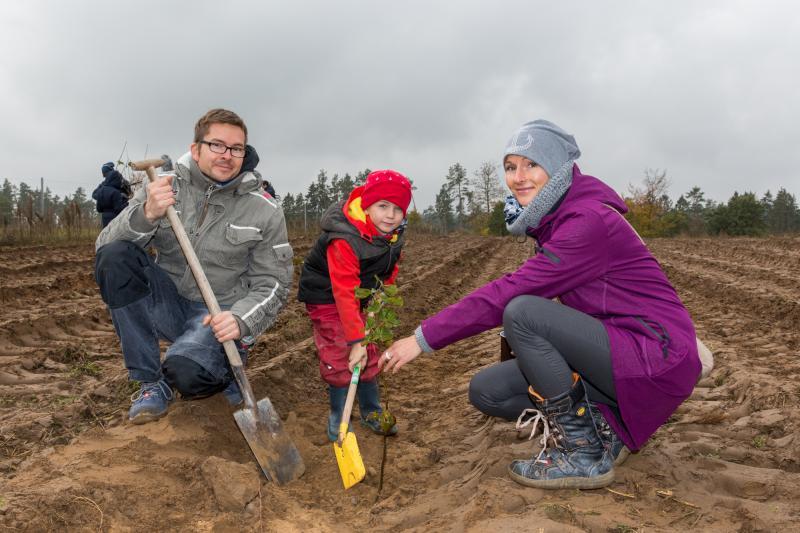 Viele Helfer waren bei der diesjährigen Baumpflanzaktion dabei