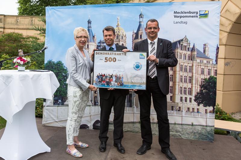 Sylvia Bretschneider, Caspar Baumgart und Frank Mundzek setzen ein Zeichen für Demokratie