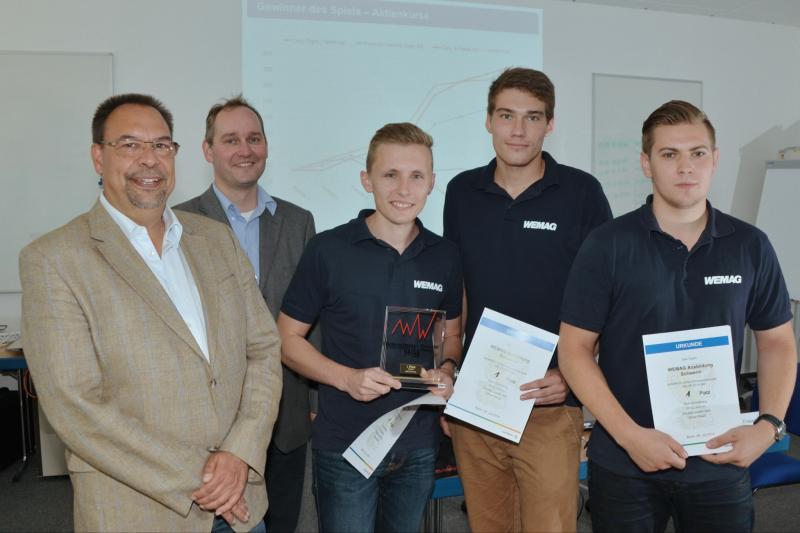WEMAG-Studenten Oliver Maaß, Maik Groneberg und Philip Jedmin mit der Berliner Spielleitung Mario Friese und