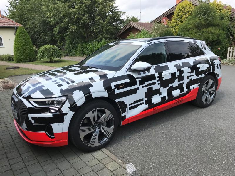 Roland Sprave hat für uns ein ganzes Wochenende den Audi e-Tron getestet.