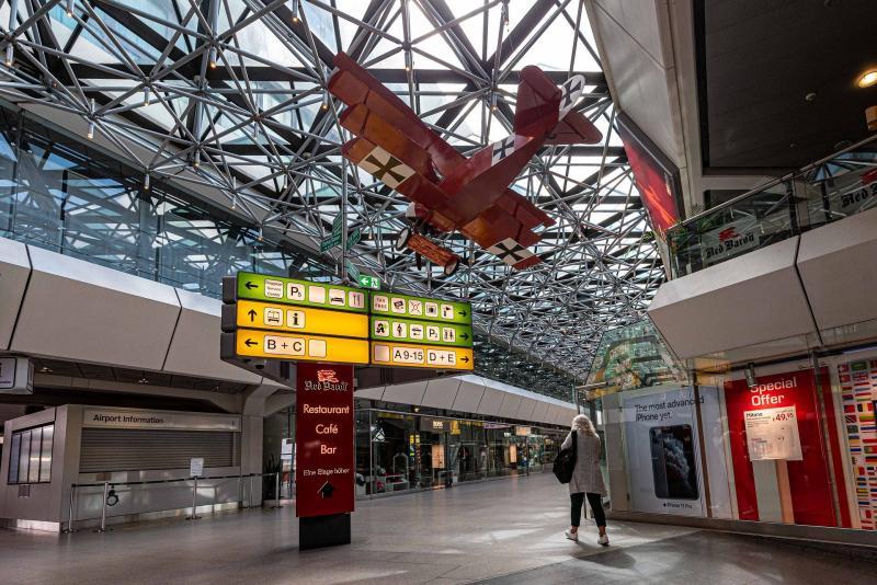 Der Flughafen Berlin Tegel von innen - wird bald zur Smart City mit Ökostrom