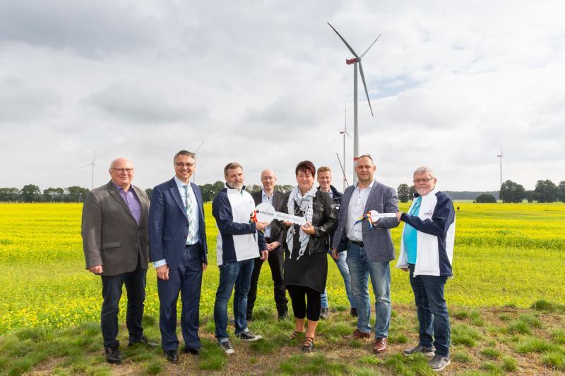 Schlüsselübergabe zur Einweihung des Windparks