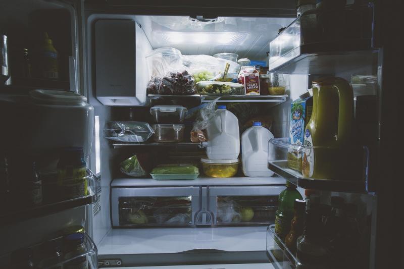 Ein gut gefüllter Kühlschrank - hier wird Strom gespart da die Lebensmittel die Kälte speichern