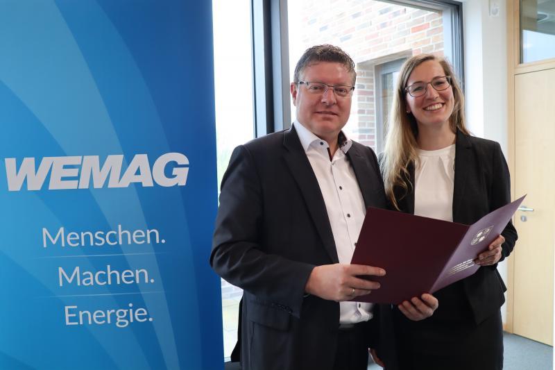 """Tobias Struck, Geschäftsführer WEMAG Batteriespeicher und Sylvia Schimanek, Leiterin des Projektes """"Blue-Line"""" bei der WEMAG"""
