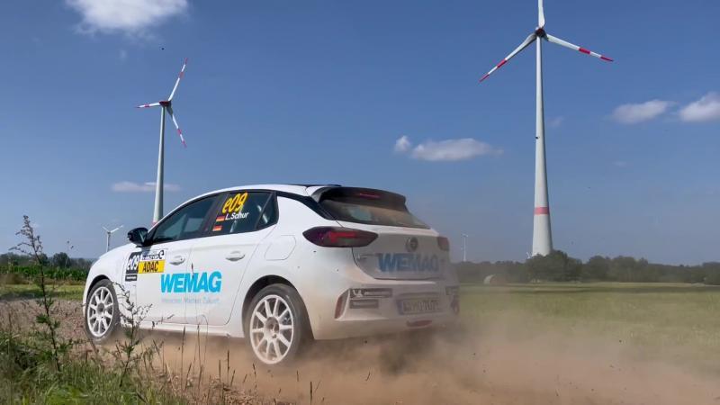 Lauren Schur bei einer Test-Rallye mit dem Opel-e in Rohrweiler