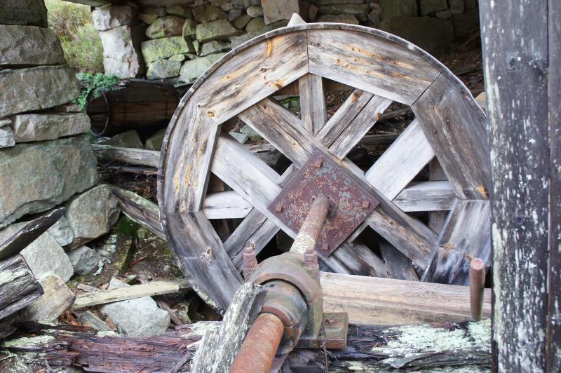 Ein altes Wasserrad - Wasserenergie gibt es schon extrem lange