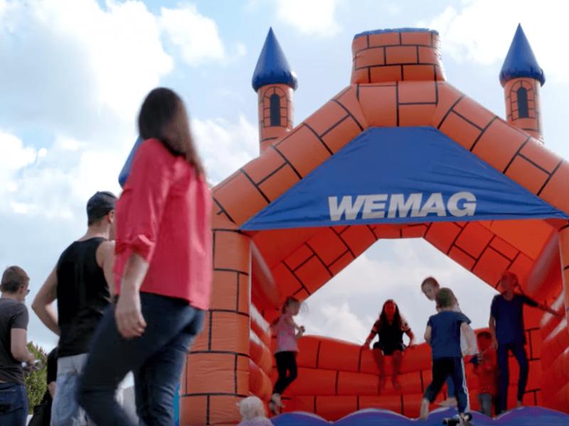 Die WEMAG bietet Hüpfburgen und Festzelte für öffentliche und gemeinnützige Initiativen zum Verleih