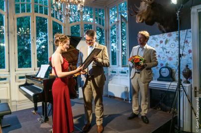WEMAG-Vorstand Thomas Murche übergibt WEMAG-Solistenpreis