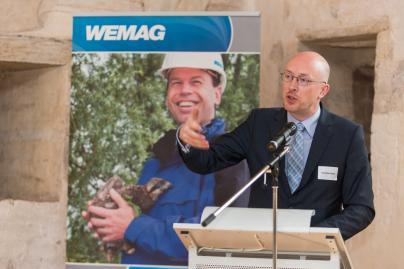 Energieminister Christian Pegel hält eine Rede bei der Veranstaltung