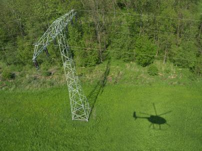 Helikopter befliegt der Mittelspannungsnetz der WEMAG Netz GmbH