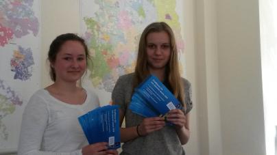 Tanja Wachner und Annika Hillmann verbrachten den Girls Day bei der WEMAG