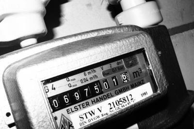 Alter Gaszähler mit den Zahlen 06975,016