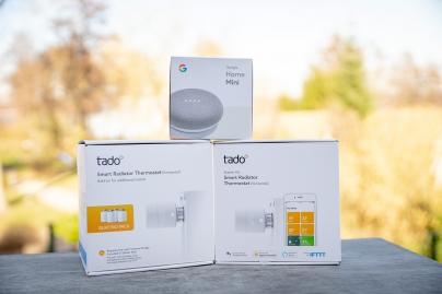 tado° Smartes Heizkörper-Thermostat Starter Kit V3+ mit 5 Thermostaten & Bridge + Google Home Mini